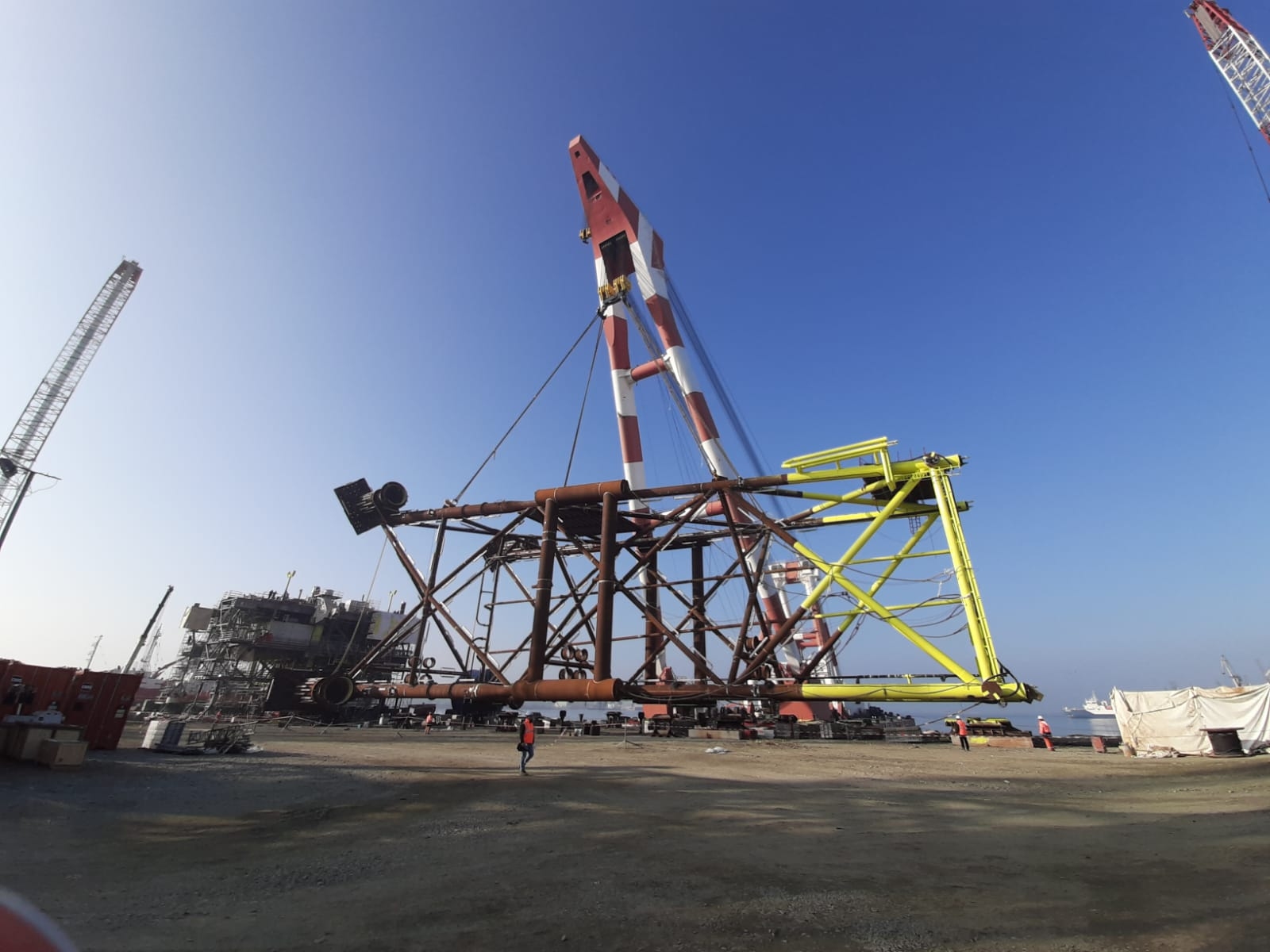 Lifting of Jacket Row for Ana platform using Neptun Floating crane